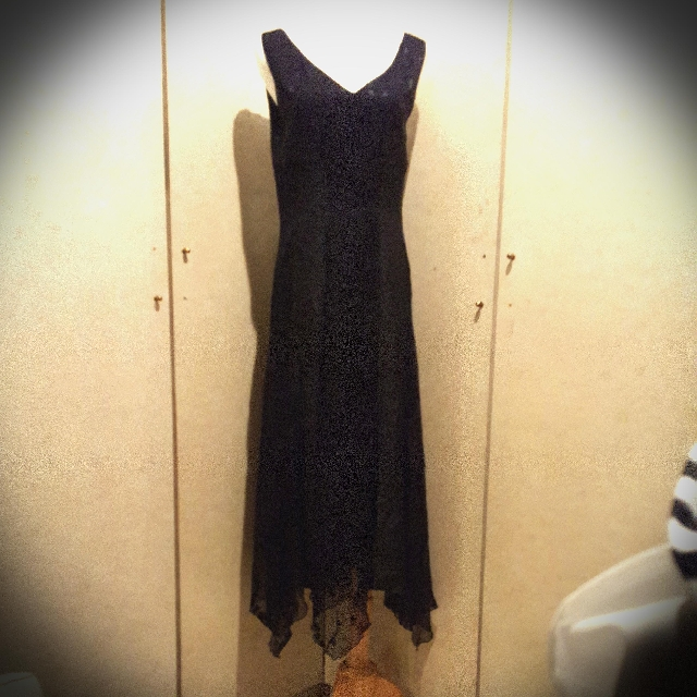LAURA ASHLEY  黑色無袖V領類絲絨小花紋散裙洋