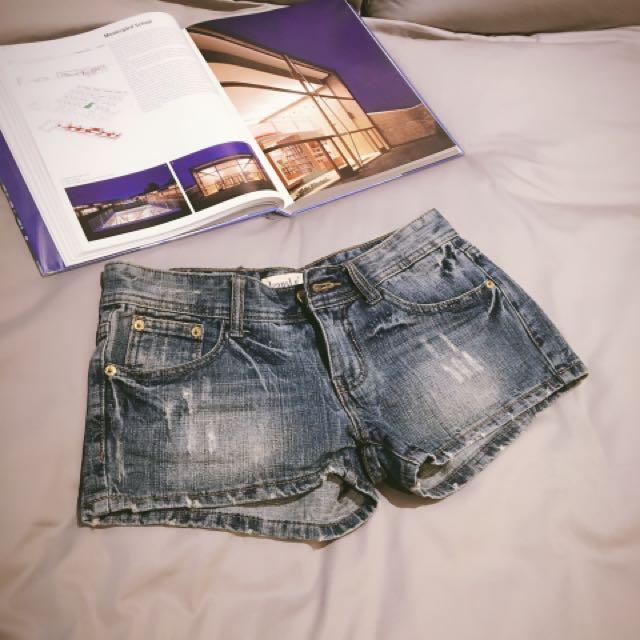 牛仔短褲適合M號 尺寸標L但適合M號