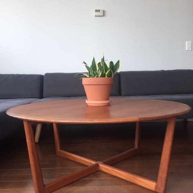 Mid Century Modern Round Coffee Table