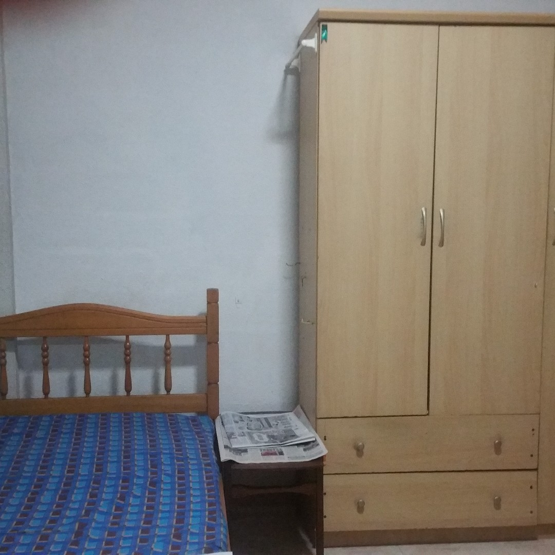 mrt, commonwealth dr bk 63 room for rent, no ac, pls call 9459  8818