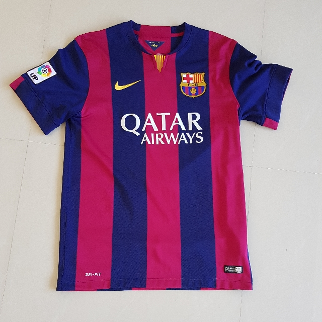 9b6e1fc71e3 Nike Authentic Barcelona Football Soccer Home Kit Suarez Name Medium ...