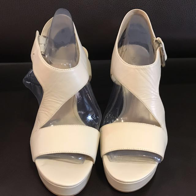 Nine West 白色高跟鞋