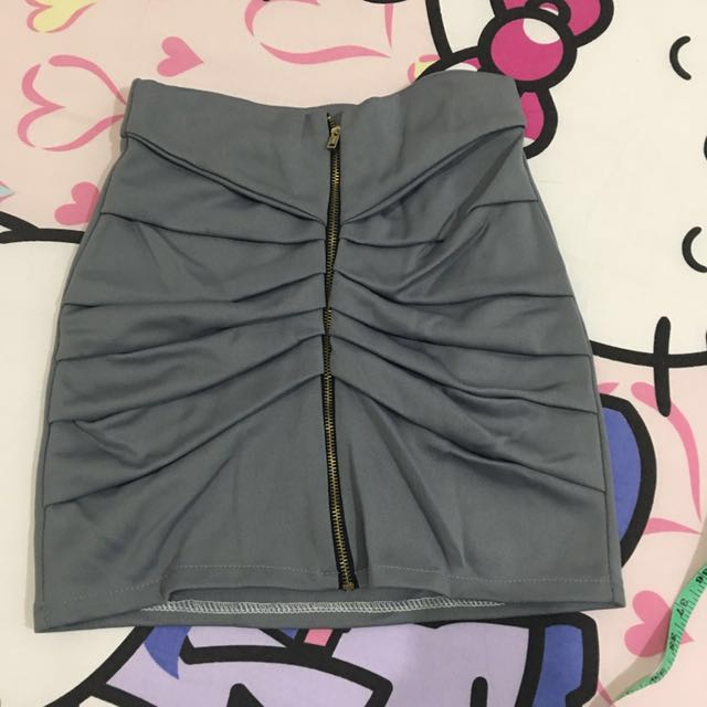 rok abu resleting depan