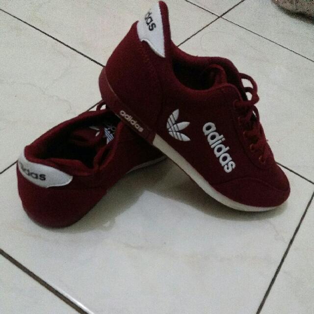 Sepatu Adidas Maroon