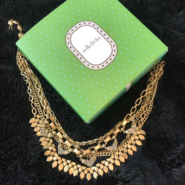 Stella & Dot New Brushed Gold Necklace