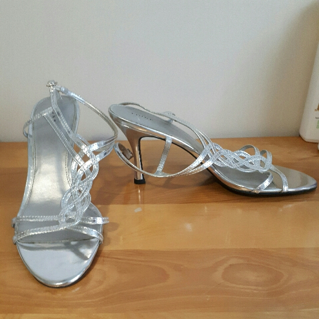 Strappy silver sandles - size 10 - like new! 👠