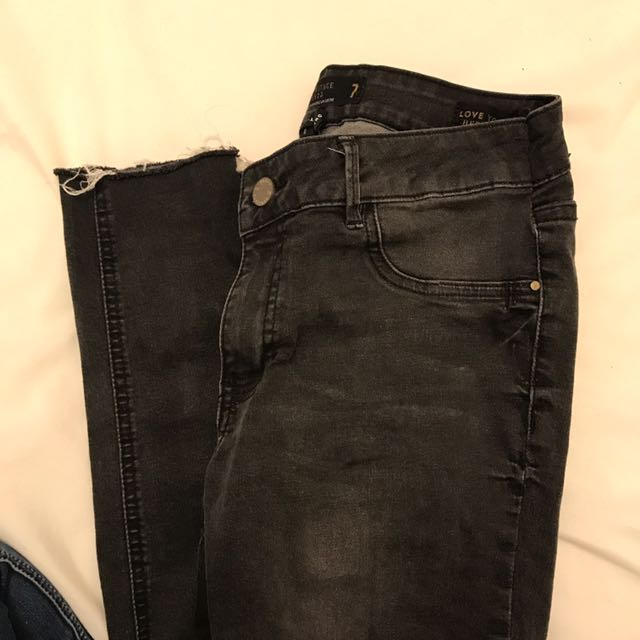 SUPER CUTE BLACK WASHED JEANS WITH RIPS