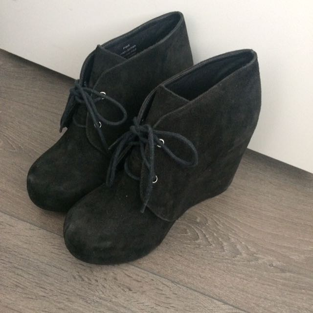 Sz 9 Wedge Boot From Browns