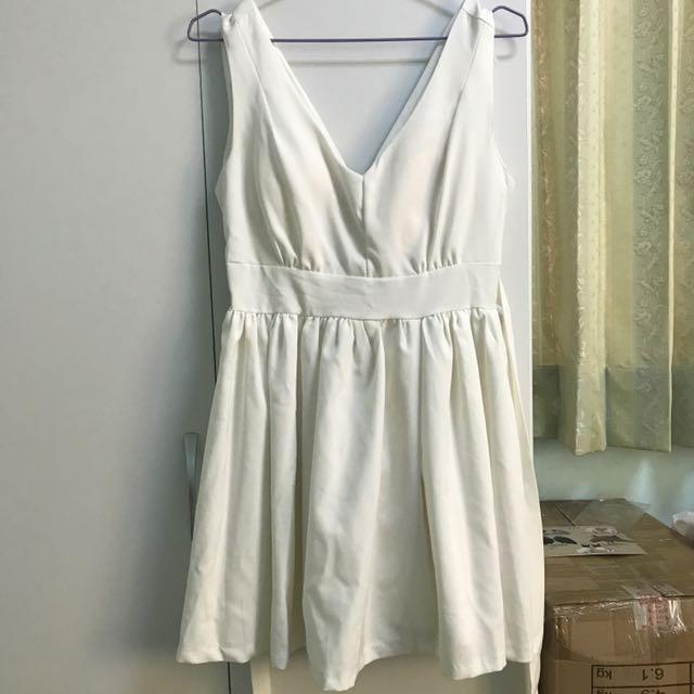 白色v領洋裝