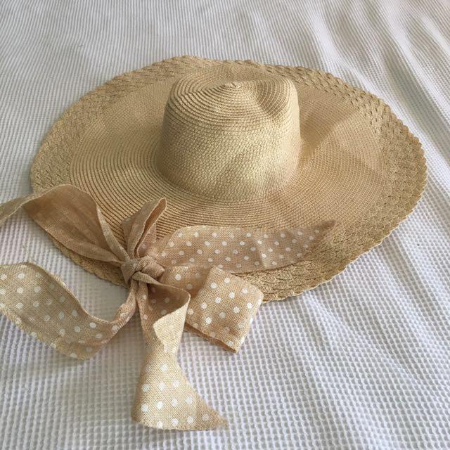 Very wide brimmed floppy straw hat