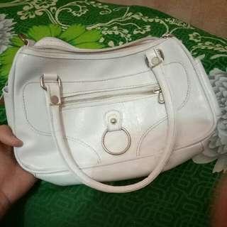 Tas putih kecil