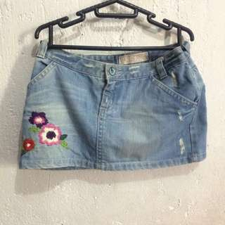 Jeans Short Skirt With Flowers Details