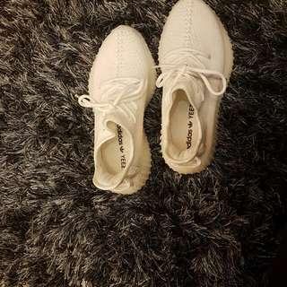 Yeezy Cream White (Over Run)