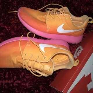 Rosherun Nike Womens preloved