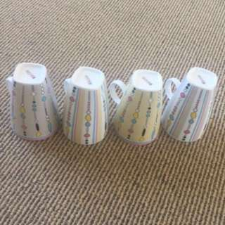 4x Maxwell Williams retro mugs