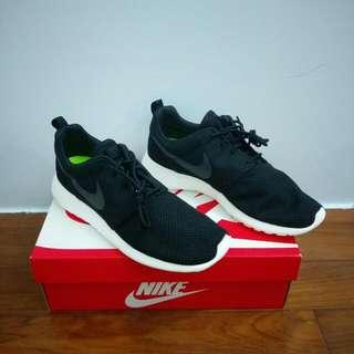 Nike roshe run 經典黑