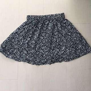 小碎花短裙+洋裝(請見韓國女孩的洋裝)