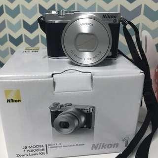 Nikon 1 J5 Silver (in warranty)