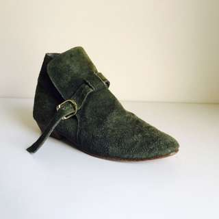 Vintage green leather ankle boots