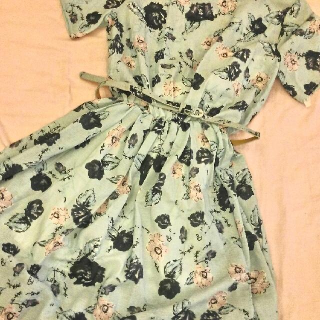 水藍花朵洋裝