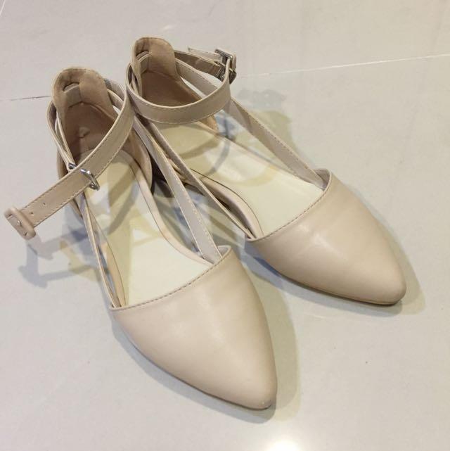 韓國側一條縷空平底涼鞋