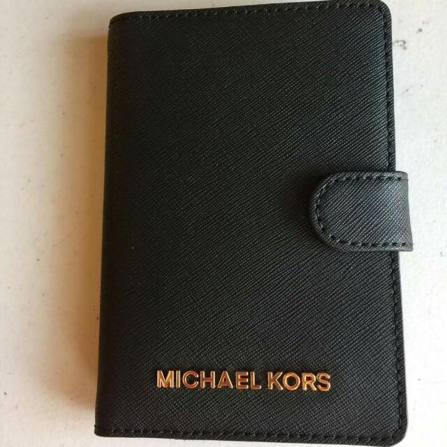特價款~ MK 黑色防刮真皮護照夾