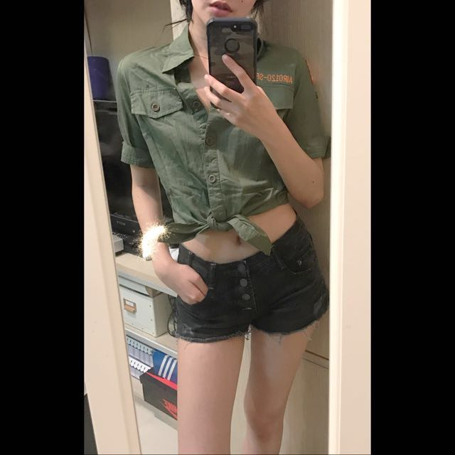 Air Space 軍綠刺繡臂章短版綁帶襯衫