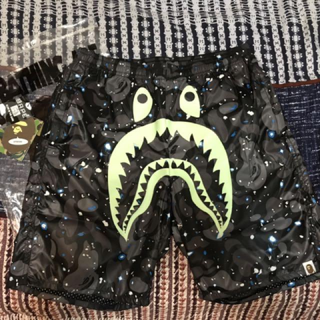 Ape 鯊魚海灘褲 夜光 星空迷彩M