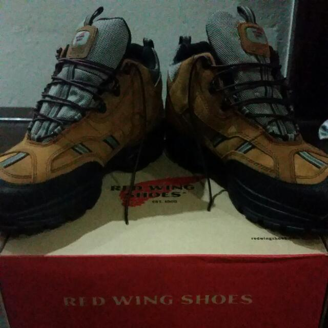 b3f306ac22d AUTHENTIC BRAND NEW RED WING SHOES!
