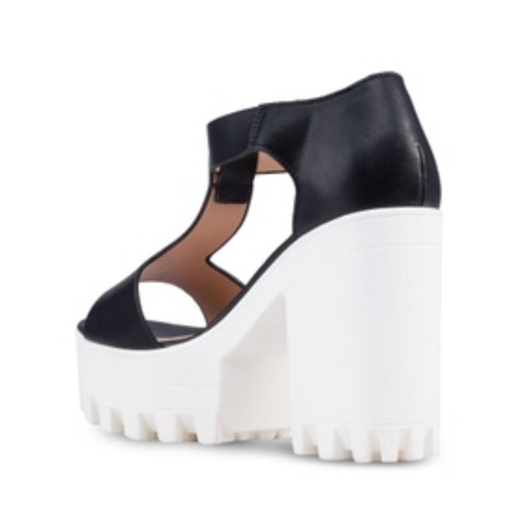 f866a23b08e BNWT Something Borrowed Platform Heel Sandals