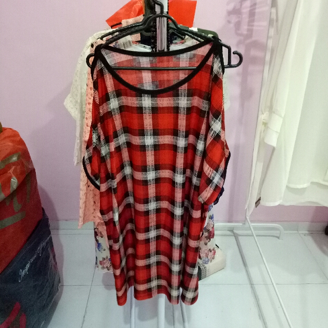 dress cut out kotak merah
