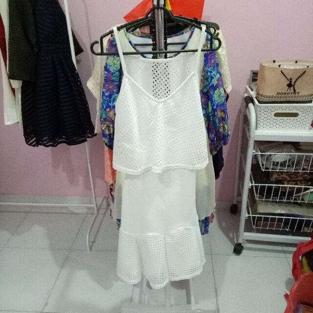 dress putih cut out blkg