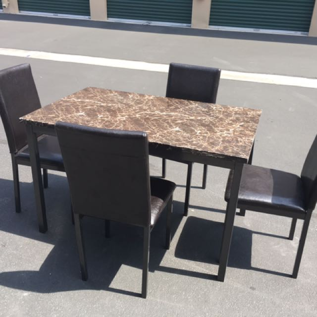 Excellent Condition! Dining Room Table W/4 Chairs