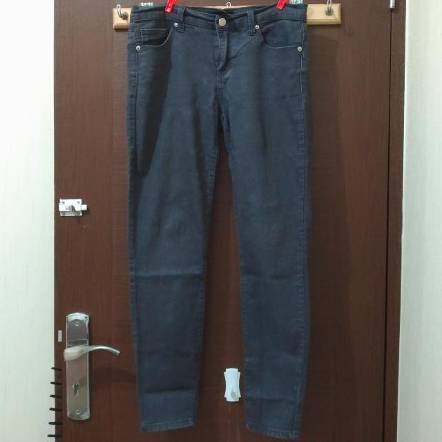 [FOREVER 21] Black Washed Jeans