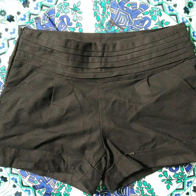 Kirin Kirin Black Shorts (side zipper)