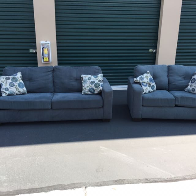 Like New! Ashley Furniture Couch and Loveseat Set
