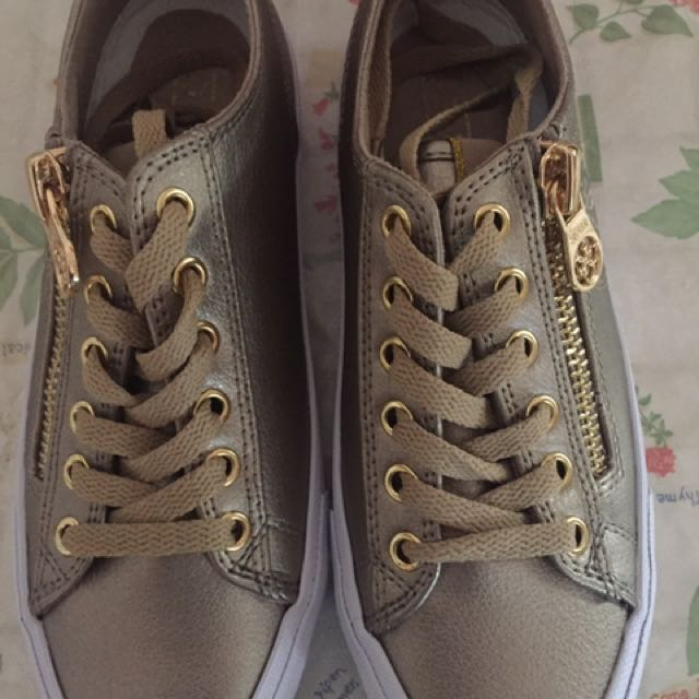 New GUESS Gemica Fashion Sneakers, Gold, Size 6M (23cm)
