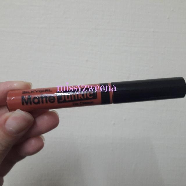 SILKYGIRL MATTE JUNKIE LIP CREAM 01 RETRO, Health & Beauty, Makeup on Carousell
