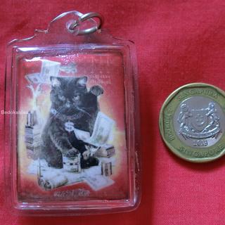 龙婆因招财猫佛牌 LP Inn Wealth Cat Locket 2558 with 6 gems, 4 takruts, 2 lucky dices and 1 holy rabbit (immersed in metta oil last batch)