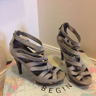 Grey leather pumps - size 8