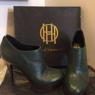House of Harlow - green bootie heels- size 8