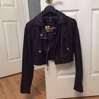 BARELY WORN GUESS cropped leather jacket (XS)