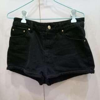 MANGO 黑色短褲