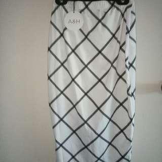 Atmos & Here Check On White Cali Skirt