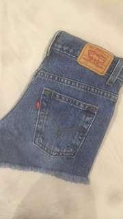 Authentic Levi vintage med wash denim shorts