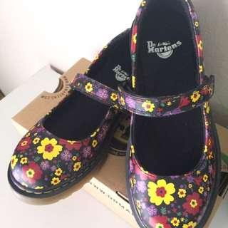 Authentic Dr Martens Kids Core Maccy Black Vintage Garden Softy