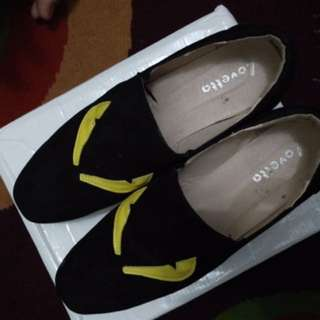 sepatu miumiu