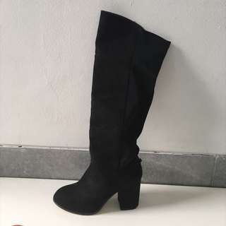 USED ONCE ZALORA SUEDE STRETCH KNEE BOOTS