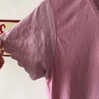 袖口雕花粉紫棉T