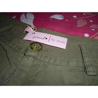Green Pants/Celana Pendek Hijau
